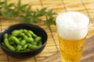 『ビールと枝豆』の画像